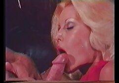 La filmati lesbo amatoriali giovane bionda si masturba con figa e culo con dildo.