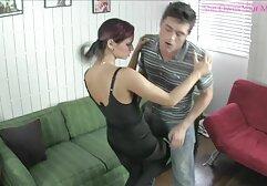 Le donne con grandi tette fanno sesso sporco con una specie film amatoriali porno gratis di giovane uomo.