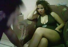 Modello porno maturo scopa perversamente sul divano con la figa e il culo con video porno lesbiche amatoriali i fan.