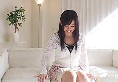 Bella ragazza bruna con calze squirting Masturbazione video amatoriali donne mature italiane con la mano