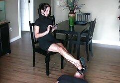 Una Matura filmini amatoriali xxx Lesbica incantesimo leccare una figa con la sua amica a casa.