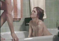 Una bella matura in video amatoriali di lesbiche calze seduce un uomo con la sua deliziosa l bagnata.