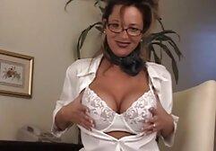 Giovane porno modello, flirtare, spogliarsi in sedia e masturbarsi, video hard gratuiti amatoriali peloso L. sul pavimento