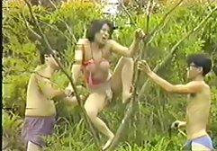Classe lesbica con rasato bottoni oliato da amatoriali hard video il piscina