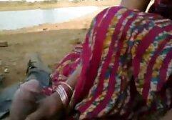 Una giovane ragazza con un bel culo si diverte sulla macchina fotografica con il video amatoriali donne porche suo fidanzato